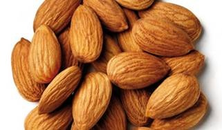Makanan Oleh Oleh Haji Kacang Almond